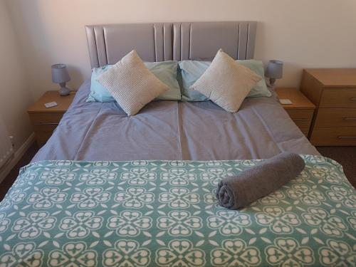 A bed or beds in a room at Rayleigh House