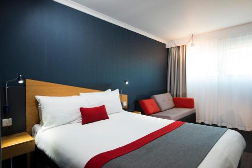 A bed or beds in a room at Holiday Inn Express Taunton, an IHG Hotel