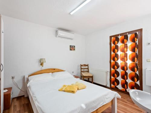 A bed or beds in a room at Cosy Holiday Home in Zadar with Garden