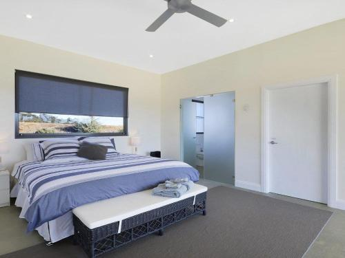 A bed or beds in a room at The Junction - contemporary meets river country