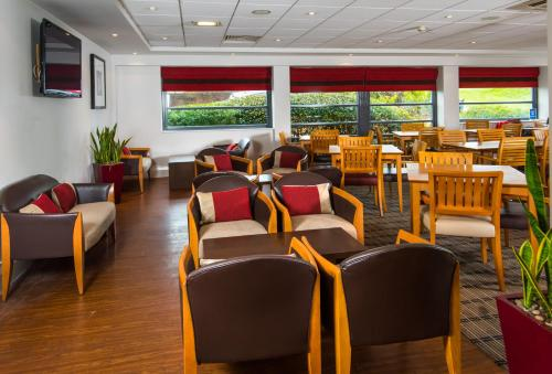 A restaurant or other place to eat at Holiday Inn Express Swansea East, an IHG Hotel