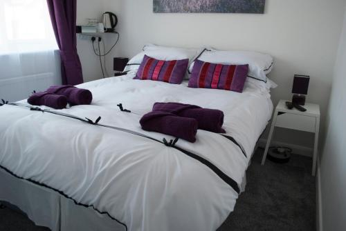 A bed or beds in a room at Richmond House