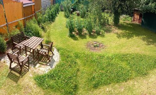 A view of the garden at Cítovská 8 House, 20 mins to centre or nearby
