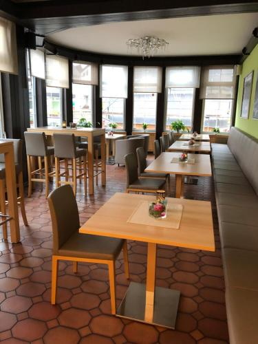A restaurant or other place to eat at Pension Timeout