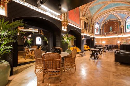 Ein Restaurant oder anderes Speiselokal in der Unterkunft Zenit Convento San Martin