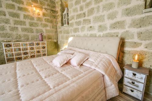 A bed or beds in a room at Tenuta C'est la Vie