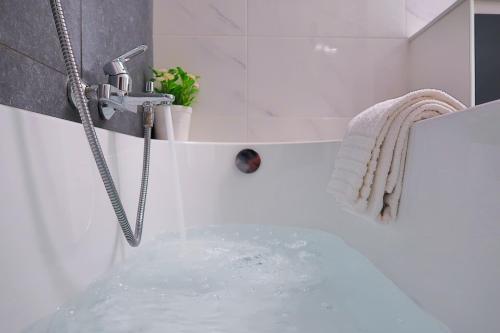 Een badkamer bij Hotel Adoma