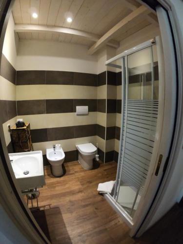 A bathroom at Villa La Conchiglia Rooms