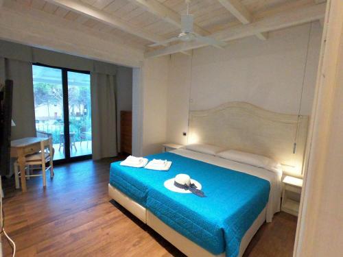 A bed or beds in a room at Villa La Conchiglia Rooms