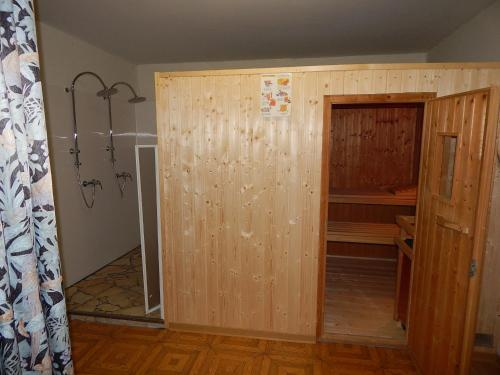 Ein Badezimmer in der Unterkunft Hotel-Lindenhof