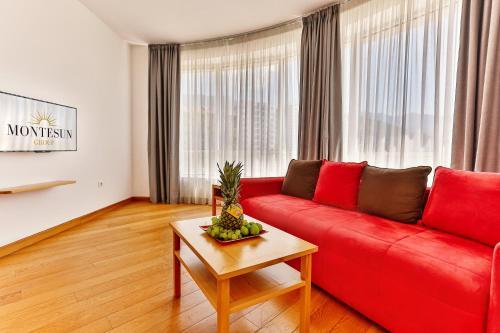 Гостиная зона в Montesun Apartments