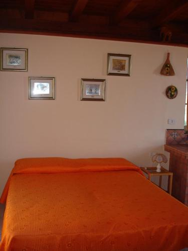 A bed or beds in a room at Monolocale Paese