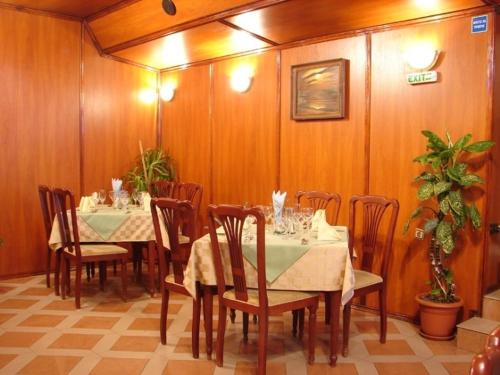 A restaurant or other place to eat at Darling Hotel