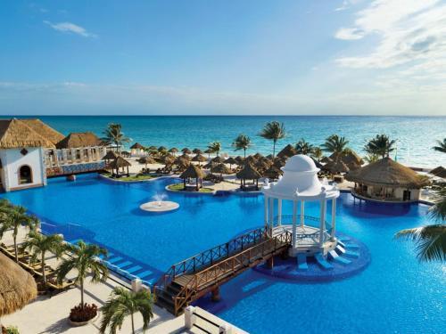 Вид на бассейн в Now Sapphire Riviera Cancun или окрестностях