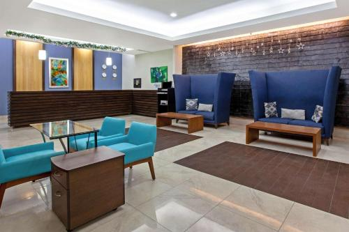 The lobby or reception area at Wyndham Garden Cancun Downtown