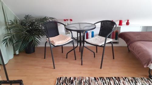 A seating area at Pokoje przy Parku Oliwskim