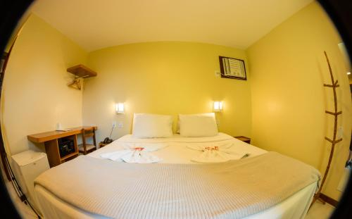 Cama ou camas em um quarto em Costa Dourada Pousada