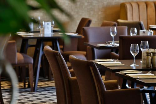 A restaurant or other place to eat at Best Western Heath Court Hotel