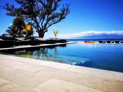 A piscina localizada em MOOREA - Sea Breeze Deluxe Villa ou nos arredores