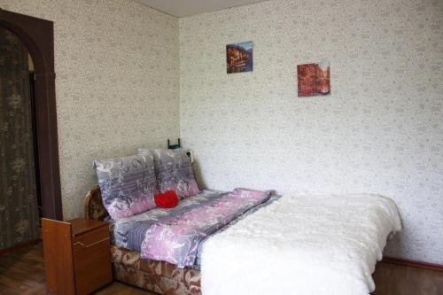 Кровать или кровати в номере Apartment on Prospekt Truda