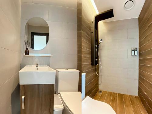 A bathroom at The Atelier Boutique Hotel