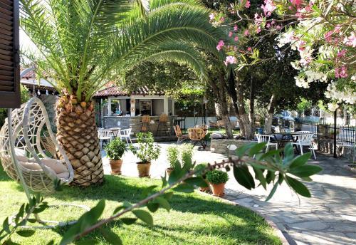 Κήπος έξω από το Hotel Kavala - Boutique Hotel