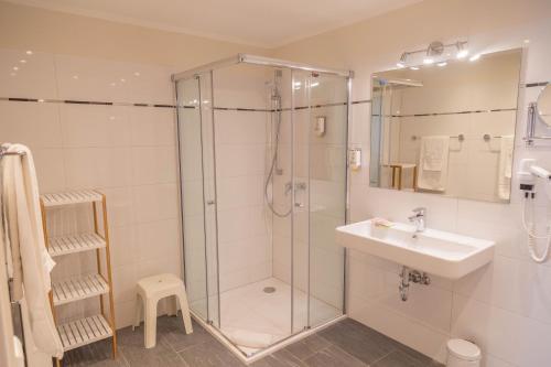 A bathroom at Das Ebertor - Hotel & Hostel