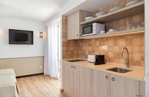 Cuisine ou kitchenette dans l'établissement Apartamentos Sabina Playa