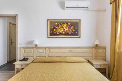 A bed or beds in a room at Rodia Inn