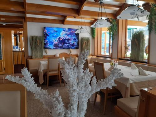 A restaurant or other place to eat at Hotel Corallo