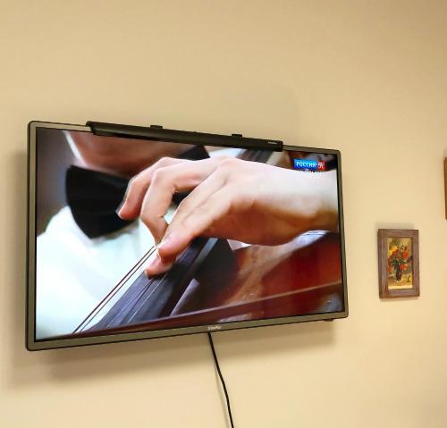 Телевизор и/или развлекательный центр в Hostel Koyko Mesto