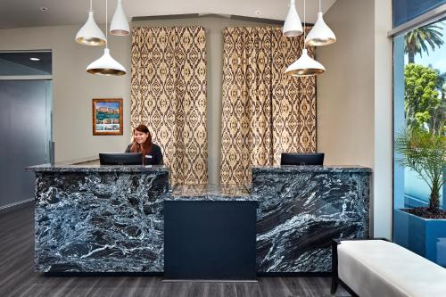 The lobby or reception area at Elan Hotel