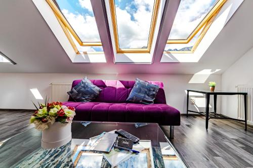 O zonă de relaxare la Yael Luxury Apartments 2