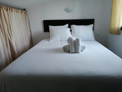 A bed or beds in a room at Vitória House
