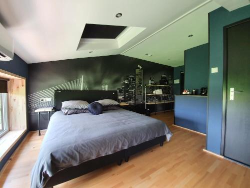 Een bed of bedden in een kamer bij de Hoeksche Loods B&B
