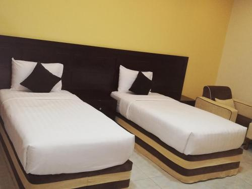 سرير أو أسرّة في غرفة في فندق الصفا