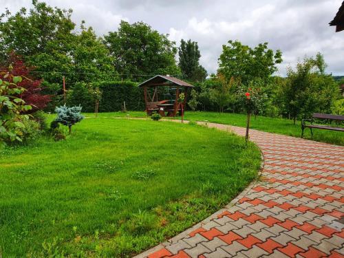 A garden outside Pensiunea ANDRA&!ADE