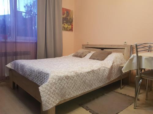 Кровать или кровати в номере Narvskiy Posad Apartment