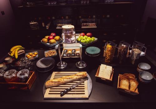 Завтрак для гостей Naâd Hotel Sarlat Centre Ville