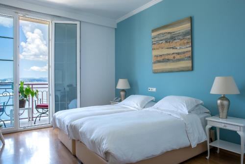 A bed or beds in a room at City Marina