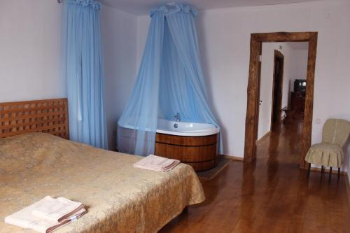 A bed or beds in a room at Motel Borshna