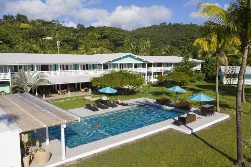 Uma vista da piscina em Hôtel Raiatea Lodge ou nos arredores