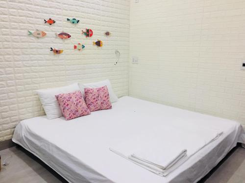 A bed or beds in a room at Dolphin Home