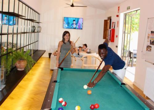 Billard dans l'établissement The Boc Palma Hostel - Albergue Juvenil