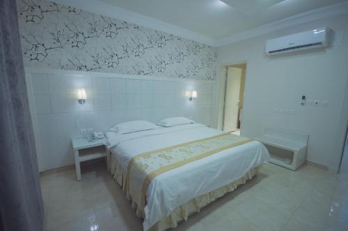 Cama ou camas em um quarto em Meral Al Rass - Al Rabwa