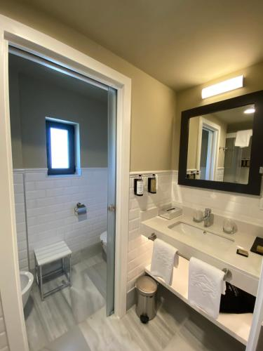A bathroom at Parador de Jaén