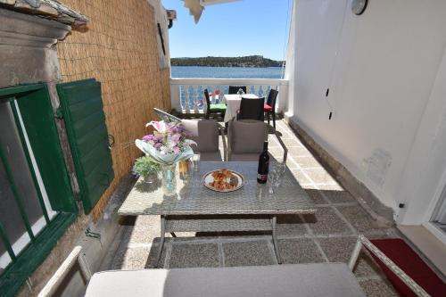 A balcony or terrace at Apartmani Rina