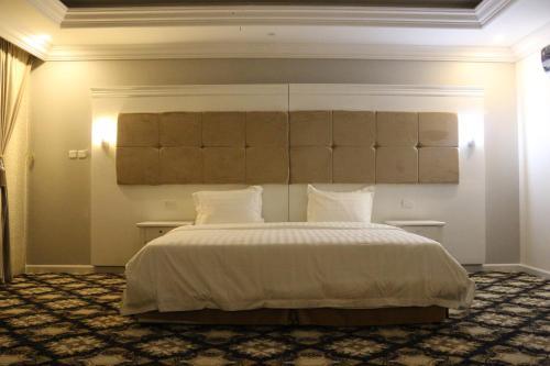 Cama ou camas em um quarto em Al Safwah Al Asriyah Furnished Units