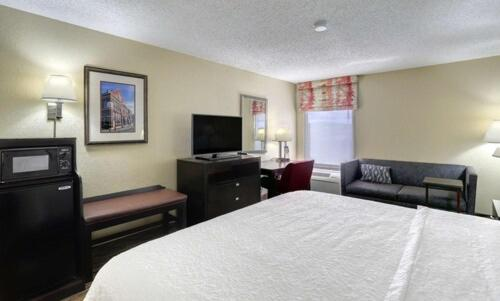 A bed or beds in a room at Hampton Inn Nashville-I-24 Hickory Hollow