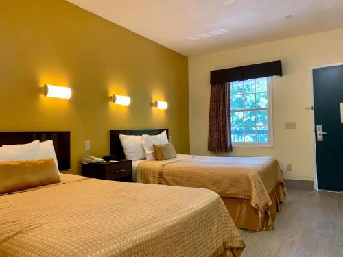 A bed or beds in a room at Executive Inn & Suites Upper Marlboro